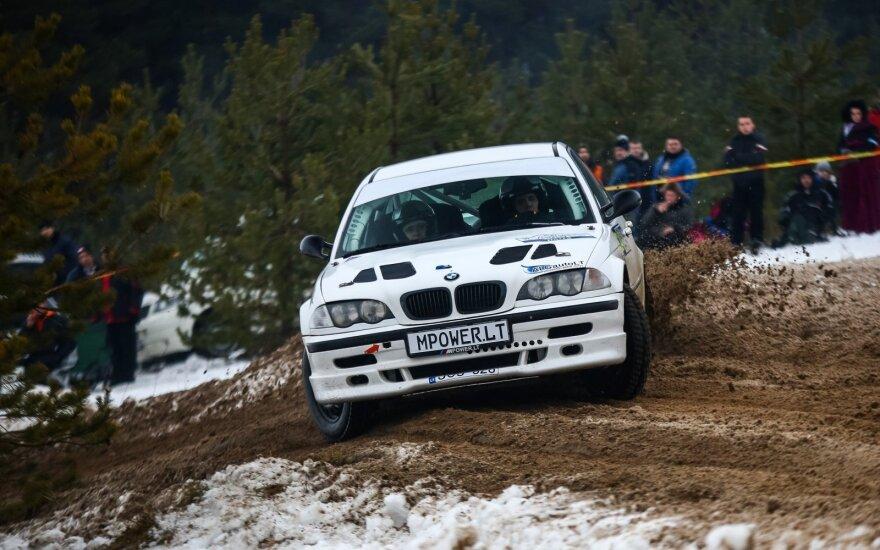 """R. Šeinauskas ir R. Krikščiūnaitė """"Halls Winter Rally"""" lenktynėse"""