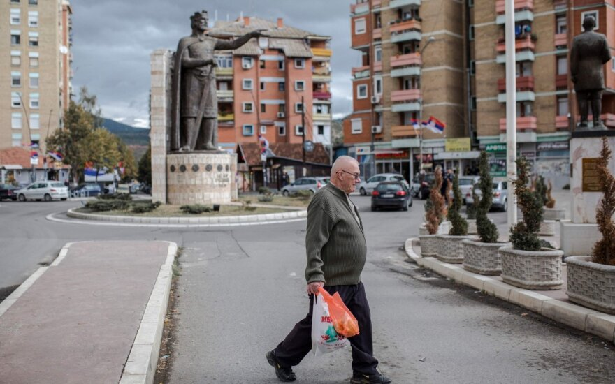 Kosovas renka parlamentą skambant raginimams derėtis su Serbija