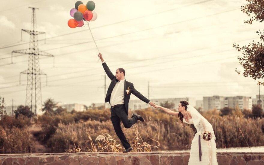 Šiuolaikinės vestuvės: gintaro dulkės ir piršlio korimo besiilgintys emigrantai