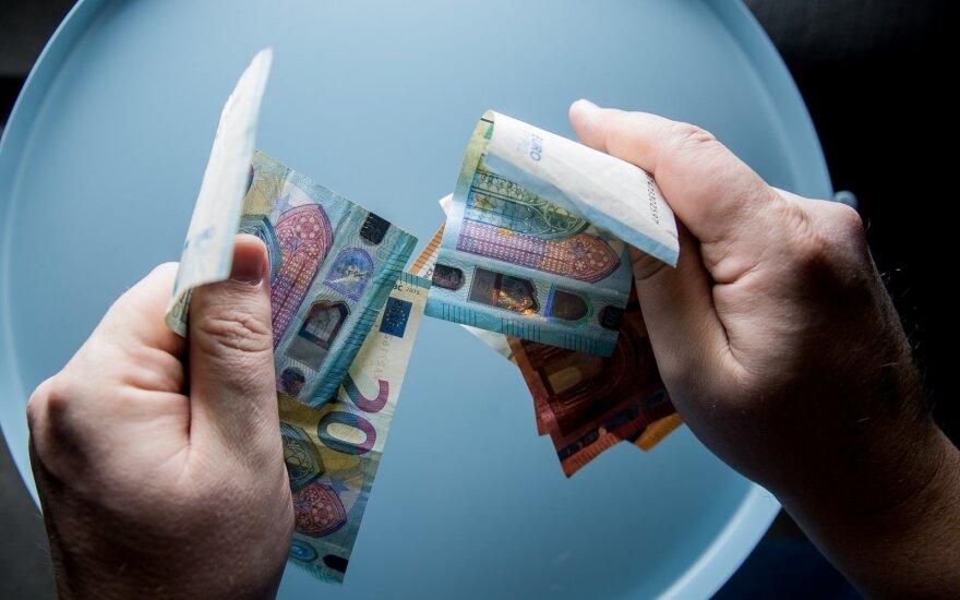 """VMI apie internete plintančius raginimus atsidaryti """"slaptas"""" banko sąskaitas: pinigus galime nuskaityti ir iš užsienio"""