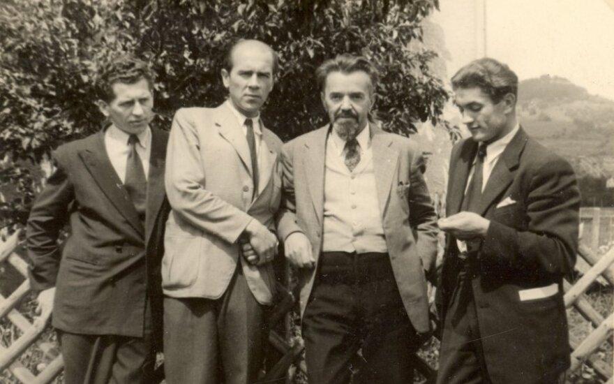 Juozas Lukša (pirmas dešinėje) su VLIK'o vadovybe. Vakarų Vokietija, 1948 m.(Genocido aukų muziejaus nuotr.)