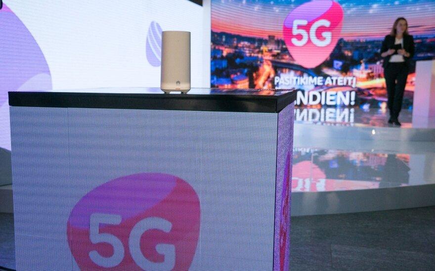 """Prašo spręsti, ar diegiant 5G ryšį galima naudoti """"Huawei"""" technologinę įrangą"""