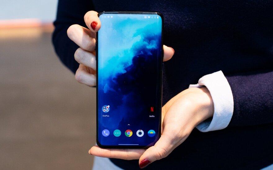 """Ar atspėsite, koks telefonas yra populiariausias Indijoje: tai ne """"Apple"""", ne """"Samsung"""" ir net ne """"Huawei"""""""