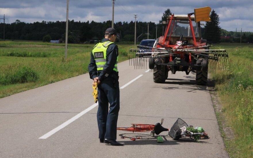 Per savo gimtadienį moteris žuvo po traktoriaus ratais
