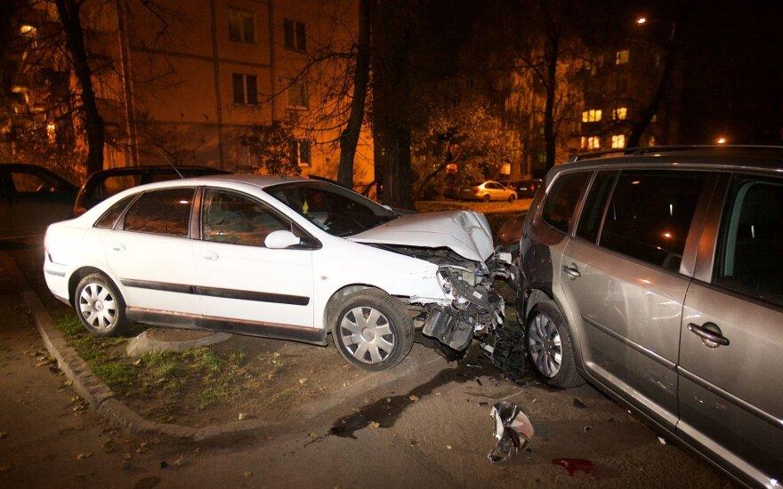 Gaudynės Vilniuje – vogto automobilio vairuotojas spruko pakeliui daužydamas mašinas