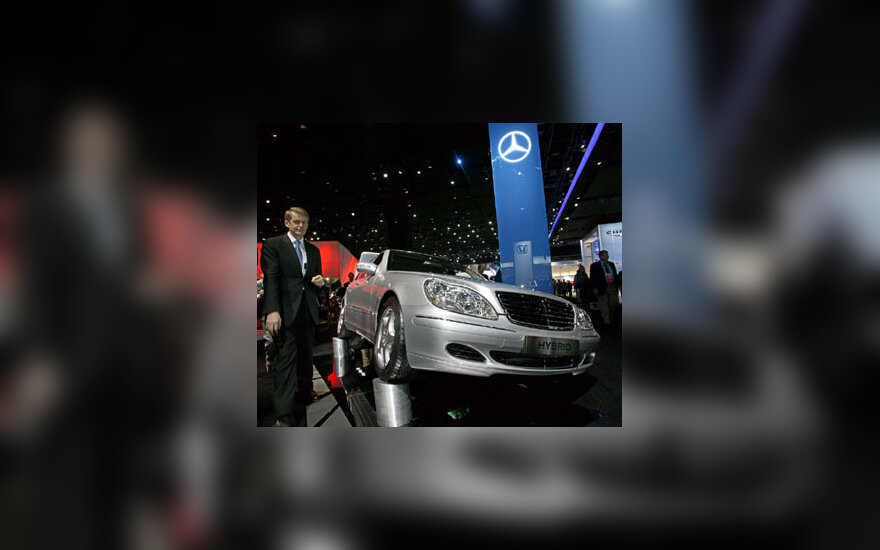 """Hibridiška """"Mercedes Benz"""" S-klasės transporto priemonė"""