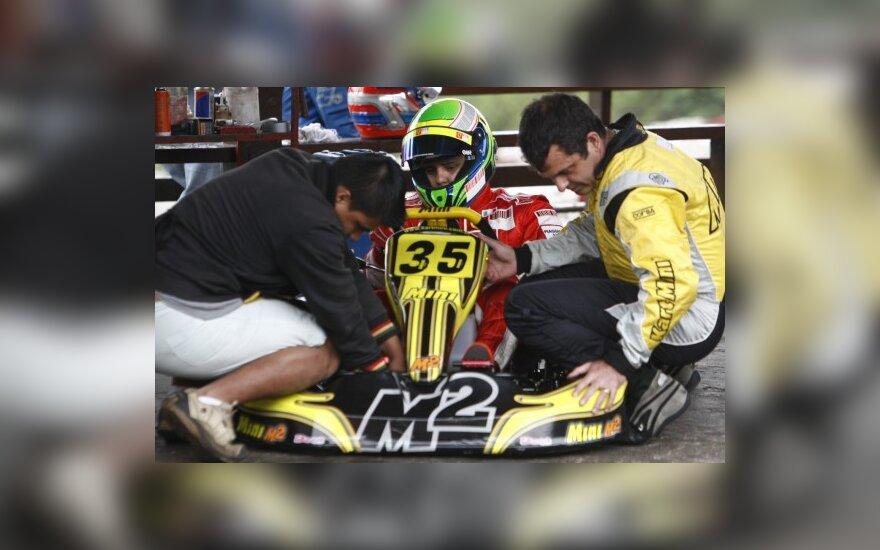 Felipe Massa prie karto vairo