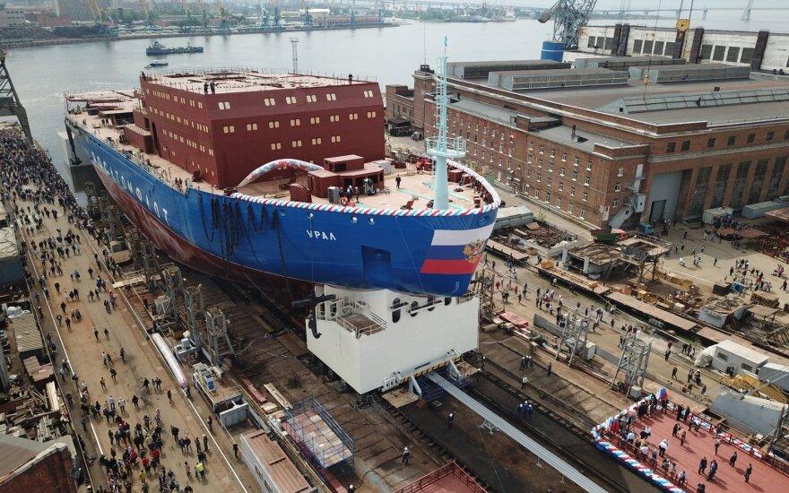 """Rusija stiprina pozicijas Arktyje – pristatė """"naujos kartos ledlaužį"""""""