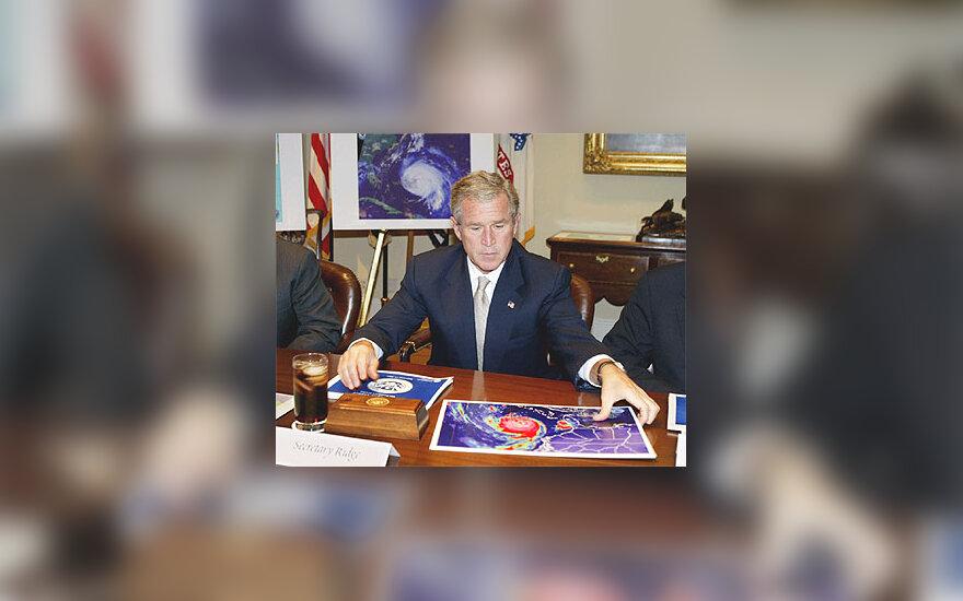 """G.W.Bushas ruošiasi uraganui """"Isabel"""""""