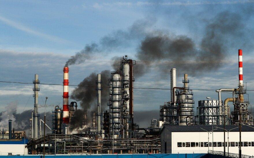 Rusams vos suduriant galą su galu, Kremlius siūlo 8 mlrd. dolerių išmoką naftos milžinėms