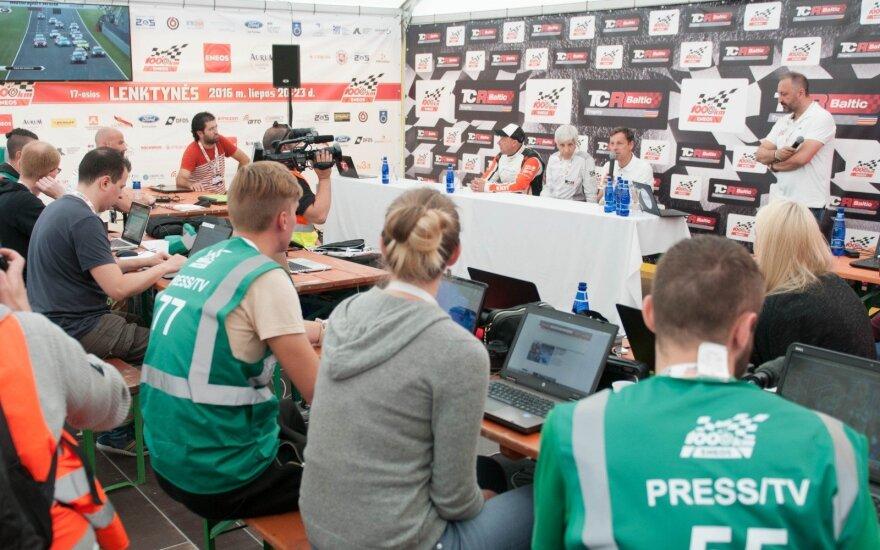 Žurnalistai nušviečia lenktynes