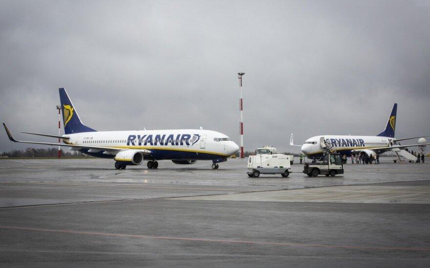 """""""Ryanair"""" pilotai Jungtinėje Karalystėje sutinka su 20 proc. algų didinimu"""