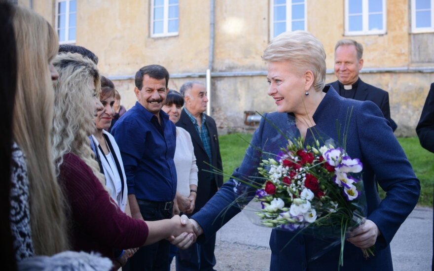 President Dalia Grybauskaitė greets a refugee family from Iraq