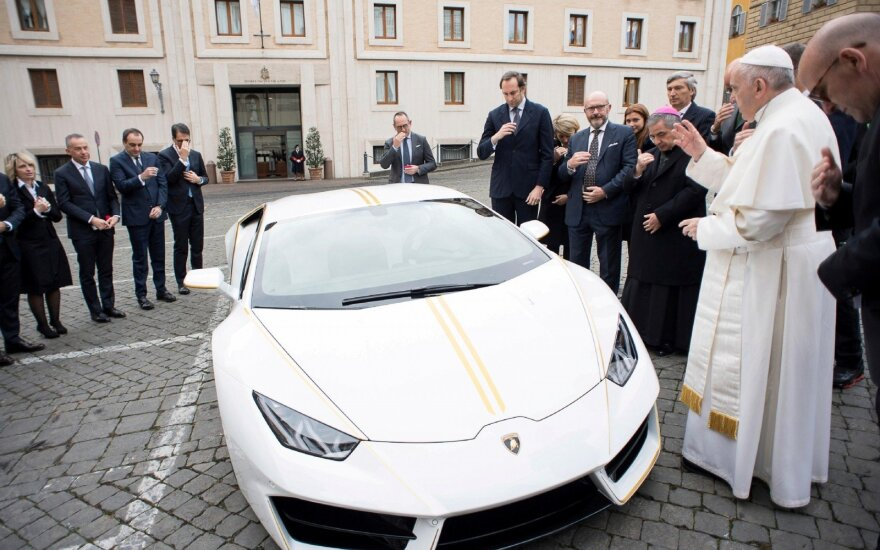 "Popiežiaus Pranciškaus ""Lamborghini Huracan"""