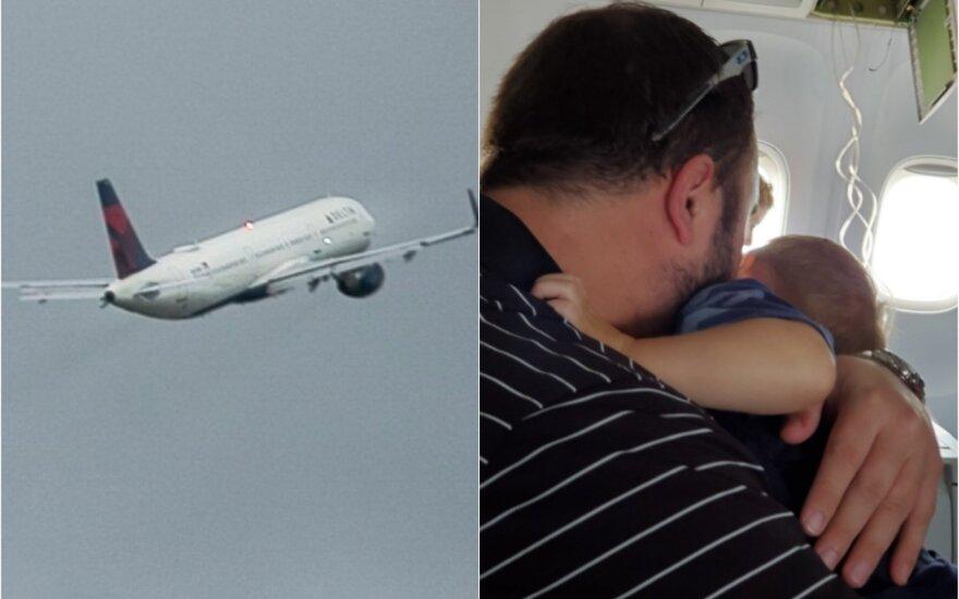 Siaubas keleiviniame lėktuve: laineris smigo žemyn beveik 9 kilometrus