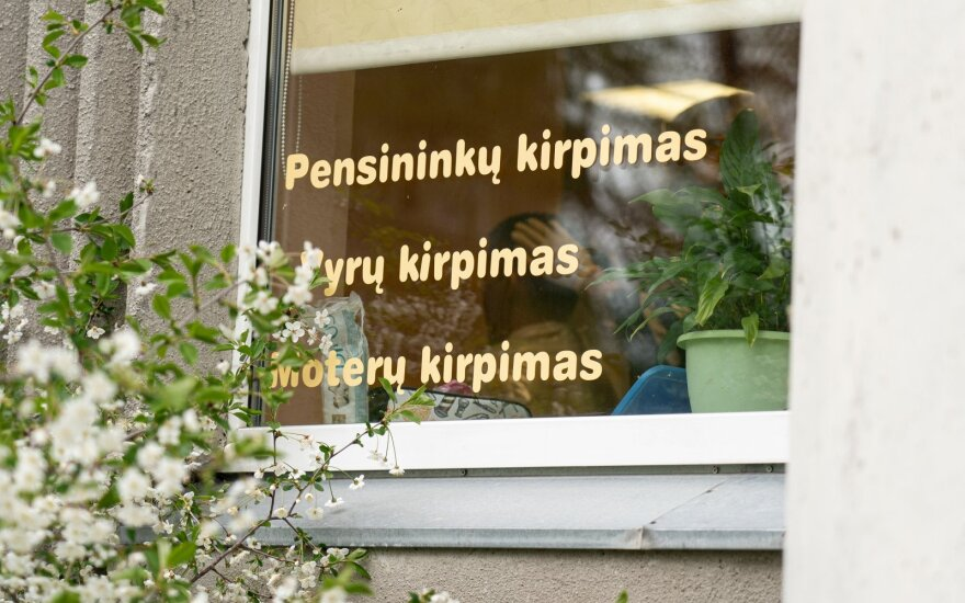Orijus Gasanovas lanko atsidariusias kirpyklas Vilniuje