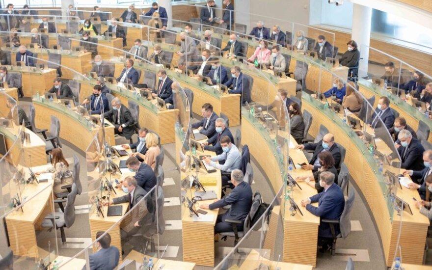 Sutarimo neradusi Rinkimų peržiūros grupė nusprendė nebesvarstyti vienmandačių atsisakymo klausimo