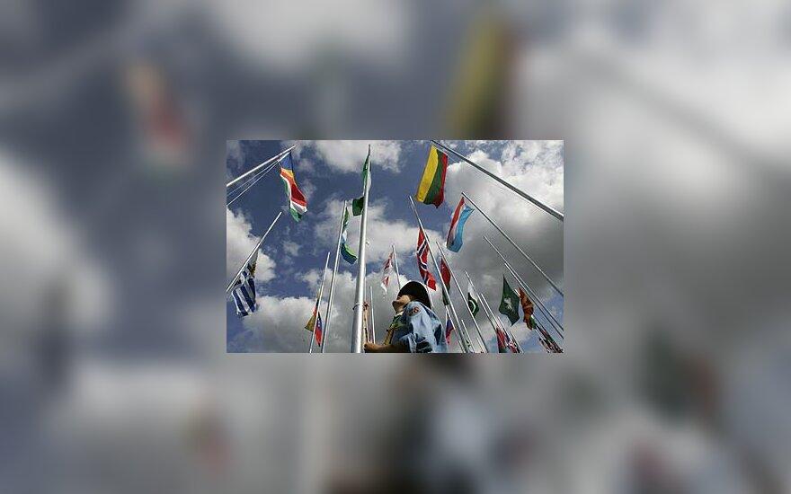 Pasauliniame skautų sąskrydyje dalyvaujančių šalių vėliavos