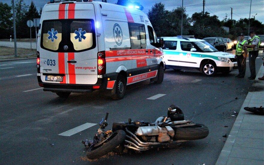 Avarija Vilniuje: motociklo vairuotojas rėžėsi į automobilį