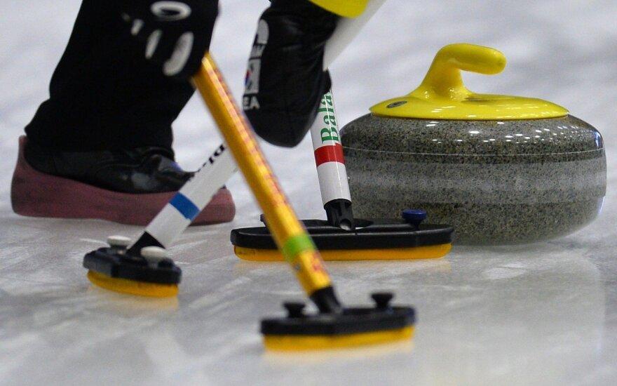 Lietuvos akmenslydininkai Europos čempionatą pradėjo nesėkme
