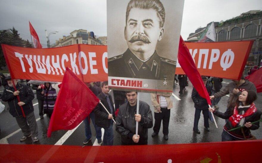Kremliaus žiniasklaida rusus gąsdina, kad artėja karas: pateisinami net baisiausi nusikaltimai