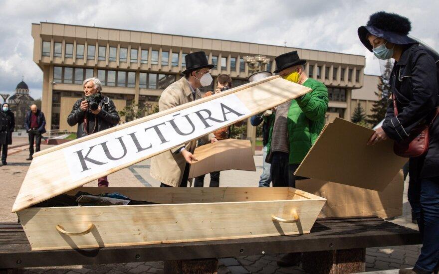 """Įstatymo pataisų, privertusių visuomenę kalbėti apie """"paveldo laidotuves"""", klausimas įšaldytas Seimo komitete"""