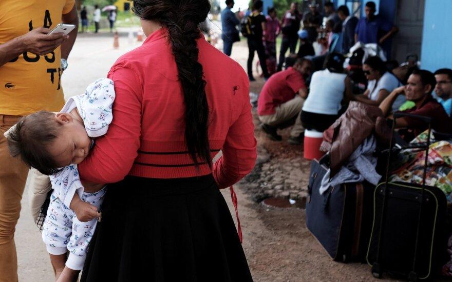 Brazilija uždarė ir vėl atidarė sieną migrantams iš Venesuelos