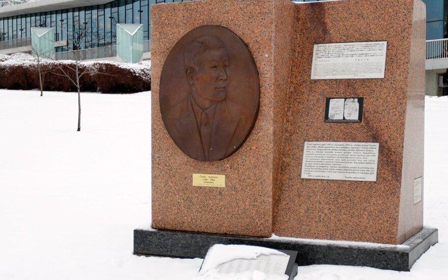 Paminklas Čiunei Sugiharai, Čijūnės Sugiharos paminklas