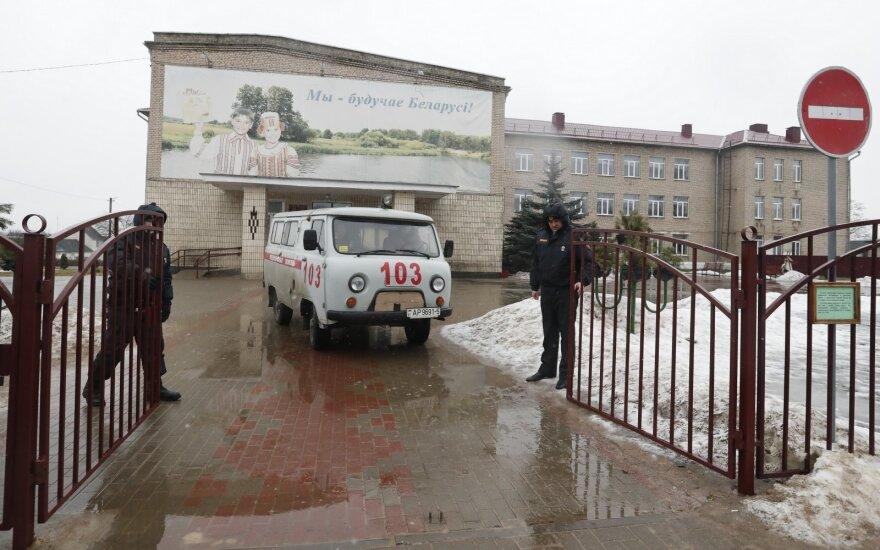 Baltarusijoje paauglys nudūrė mokytoją ir moksleivį, sužeidė dar du mokinius