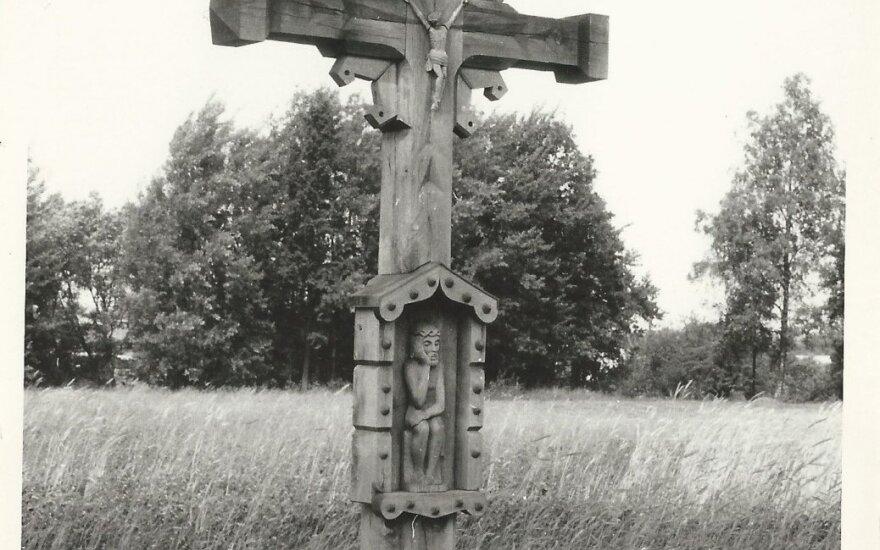 Kur liūdi kryžiai pakelėm