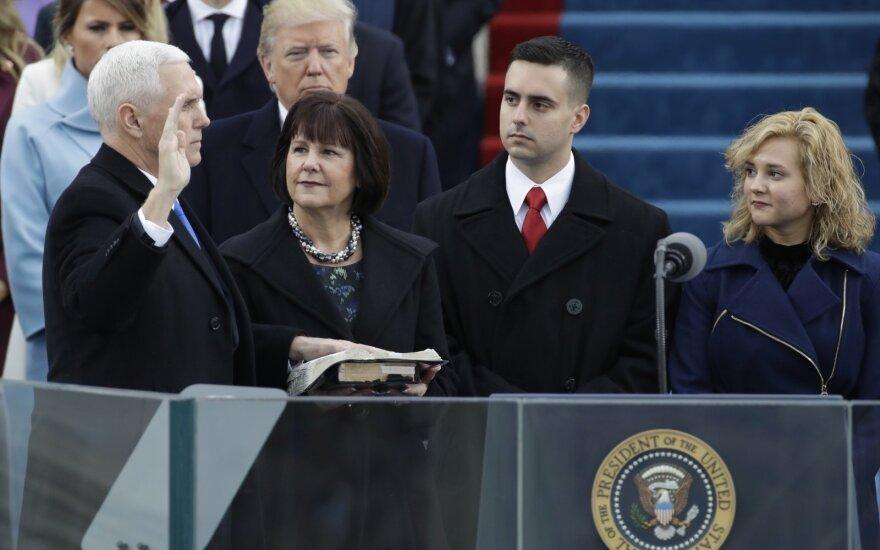 JAV viceprezidentas nustebino savo nuomone dėl rūkymo