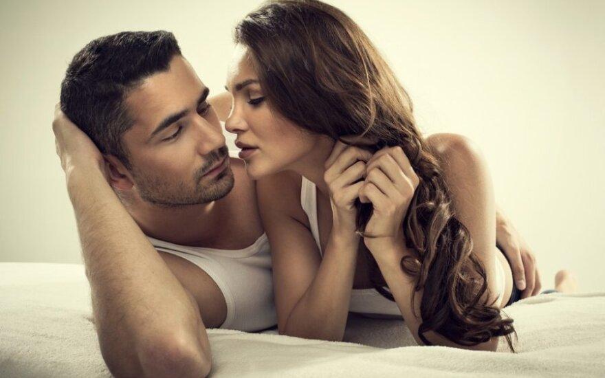 Moterys, kurios vaidina orgazmus, dažniau būna neištikimos