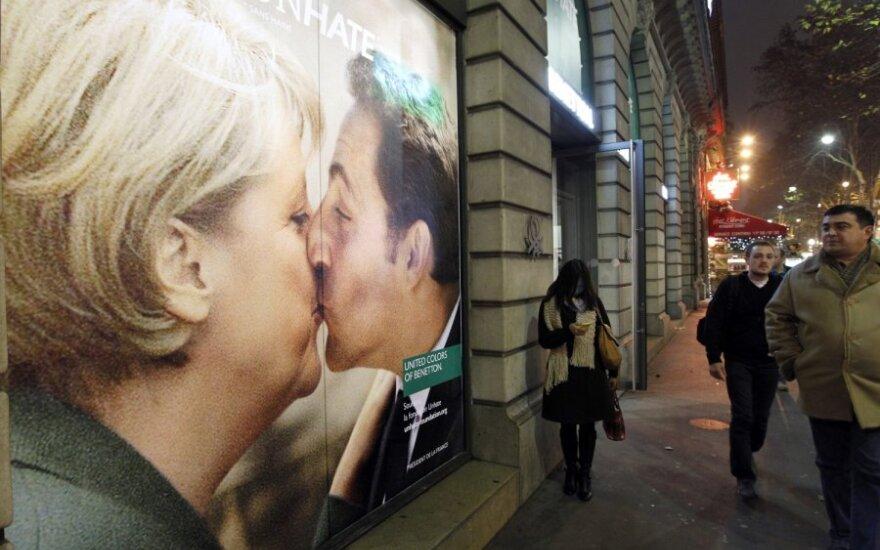"""""""Benetton"""" reklamos kampanija šokiravo Vatikaną. Joje ir A.Merkel su N.Sarkozy"""