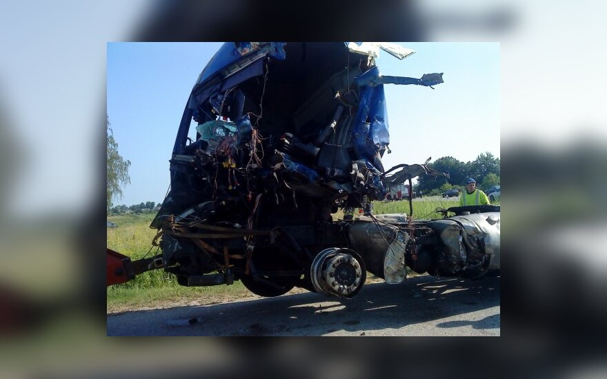 """Prie Puskelnių kaimo sunkvežimių avarija buvo sutrikdžiusi eismą magistralėje """"Via Baltica"""""""