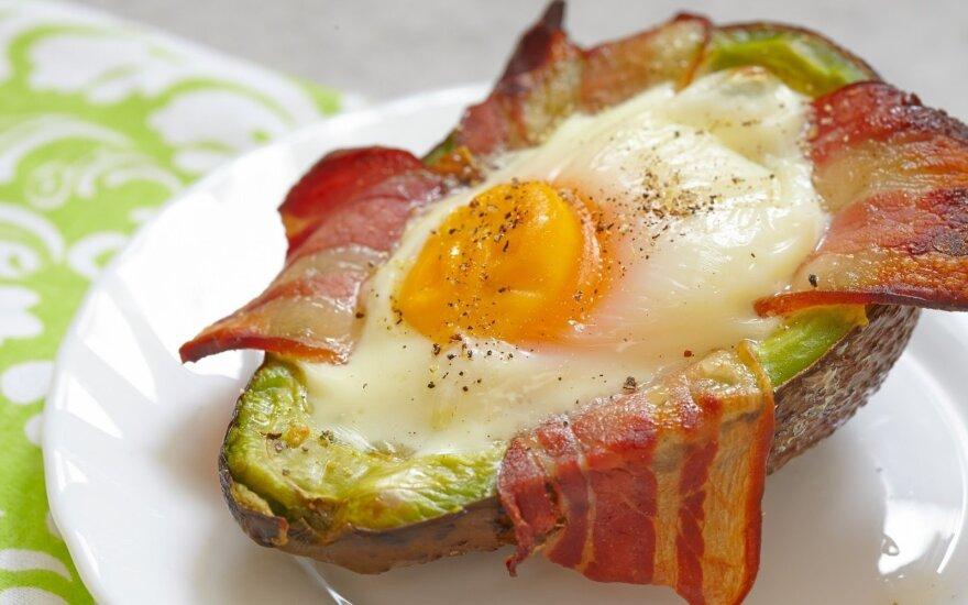 Avokade keptas kiaušinis