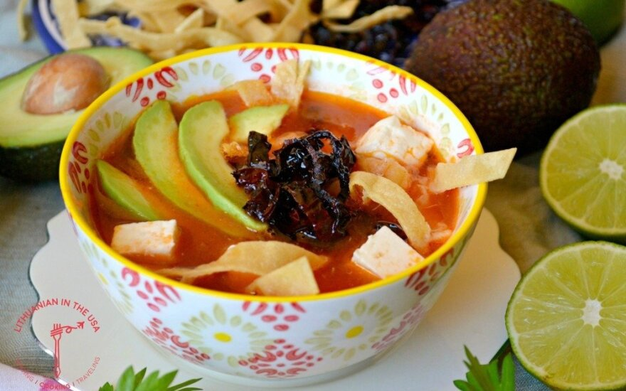 <em>Sopa Azteca</em> – meksikietiška tortilijų sriuba