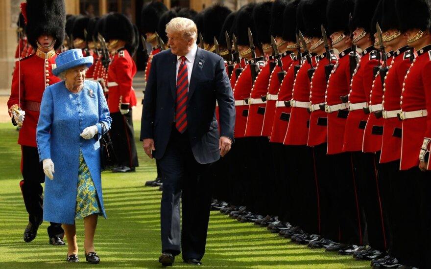 Elizabeth II, Donaldas Trumpas