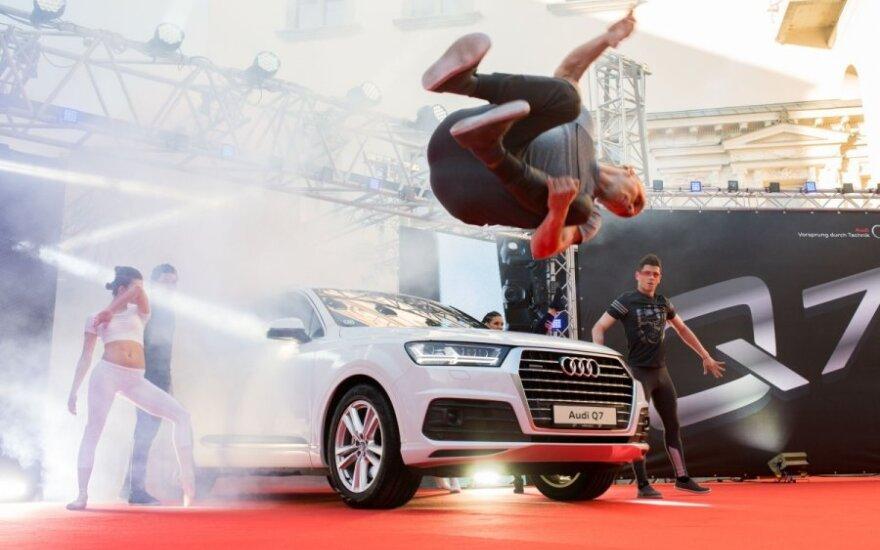 """Naujasis """"Audi Q7"""" pristatytas Valdovų rūmuose"""
