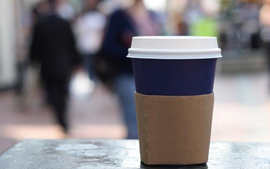 Kava vienkartiniame puodelyje