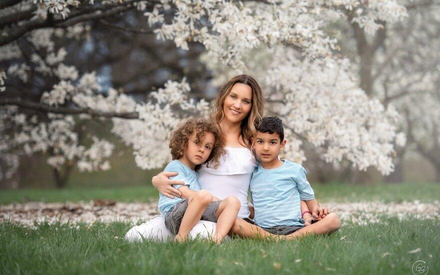 Giedrės Gomes darbai - Giedrė Gomes su sūnumis
