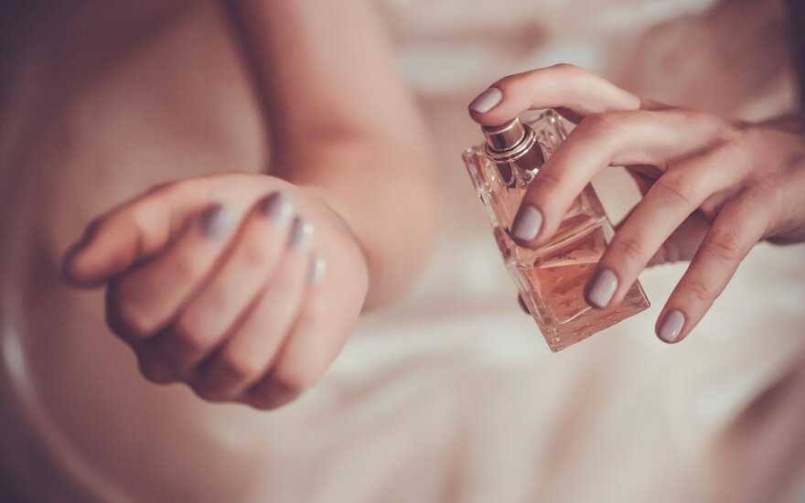 Parfumerė Laimė Kiškūnė paaiškino, kodėl tie patys kvepalai ant visų kvepia skirtingai