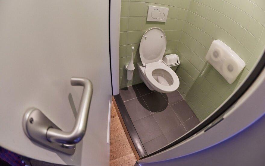 Lietuvių įpročius vadina necivilizuotais: pasižiūrėkite, kaip jie elgiasi užsienyje pamatę nemokamą tualetą