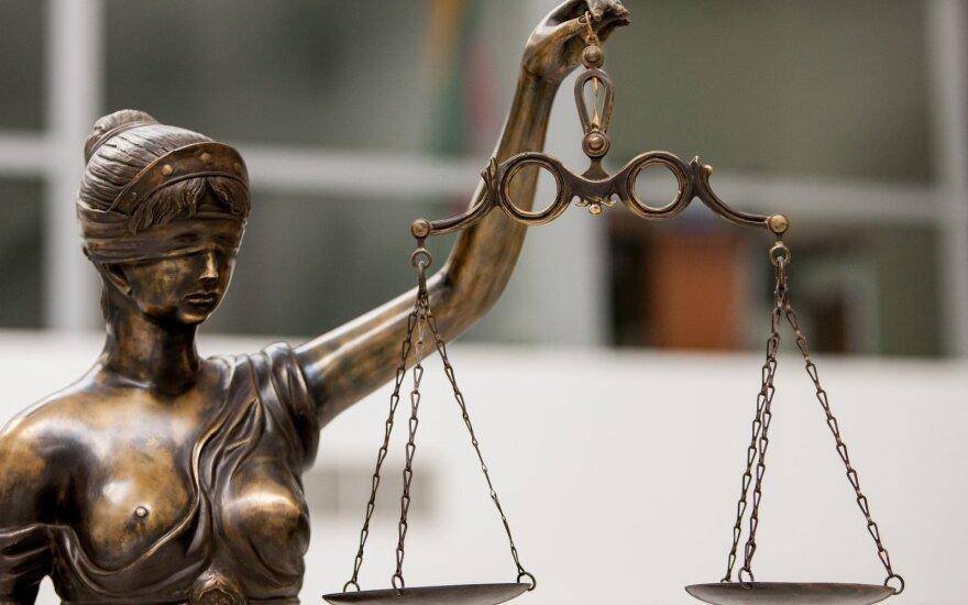 Draugo prašymas įklampino teisėjo padėjėją: suklastojęs dokumentą siekė nuslėpti teistumą
