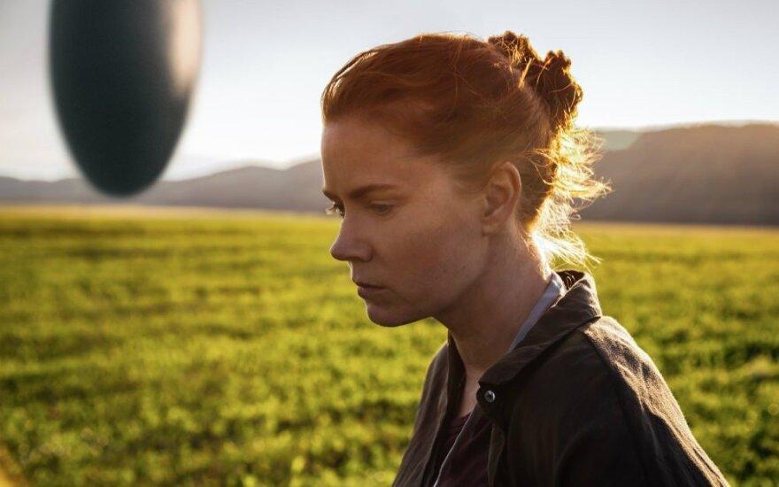 """Kadras iš filmo """"Atvykimas"""", Amy Adams"""