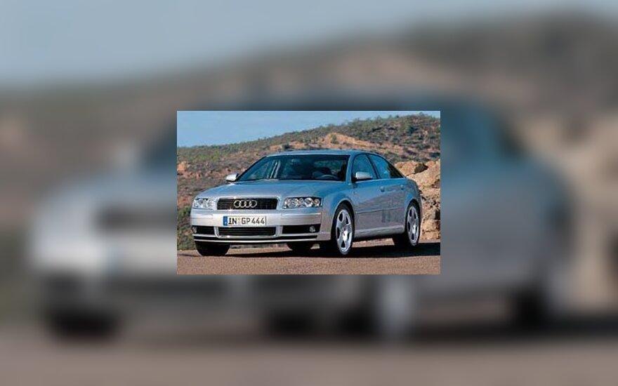 """Audi A8"" automobilis"