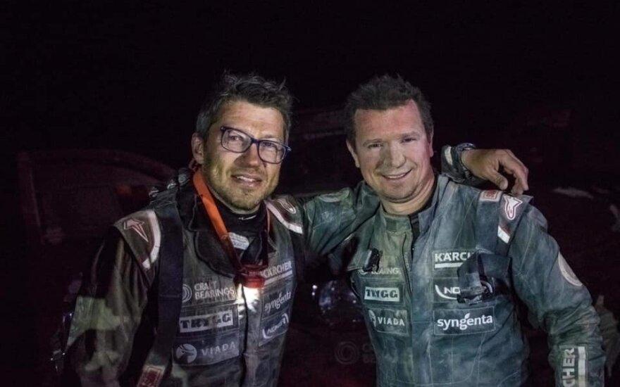 Darius Vaičiulis (kairėje) ir Antanas Juknevičius po 4-ojo Dakaro greičio ruožo