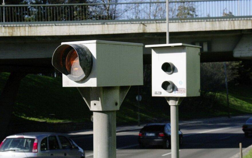 Vilniuje greičio matuokliai apklijuoti plėvele, savivaldybė prašo radarus visai išmontuoti