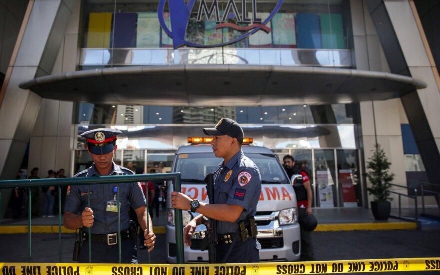 Policija išsiųsta į prekybos centrą Maniloje, kurio darbuotojas, įtariama, paėmė įkaitų