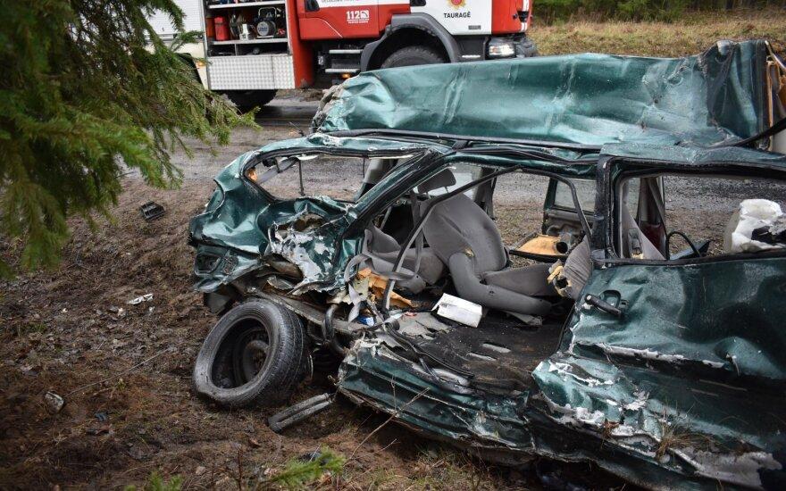 Kraupi avarija Tauragės rajone: žuvo vairuotoja ir vaikas