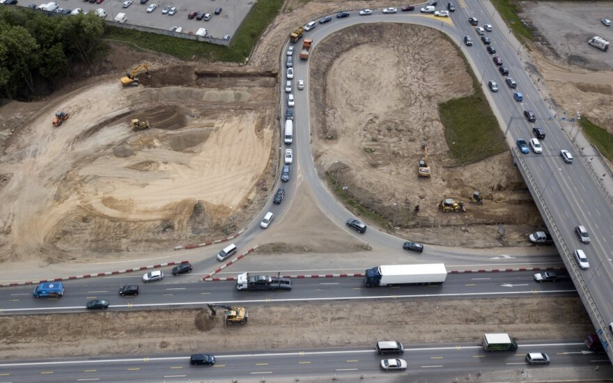 """Planas iki 2035 metų: baigs """"Via Baltica"""" rekonstravimą, žvyrkelių asfaltavimui – milijardas eurų"""